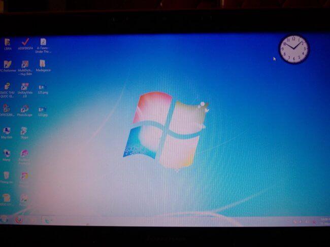 man-hinh-laptop-acer-bi-nhoe-mau