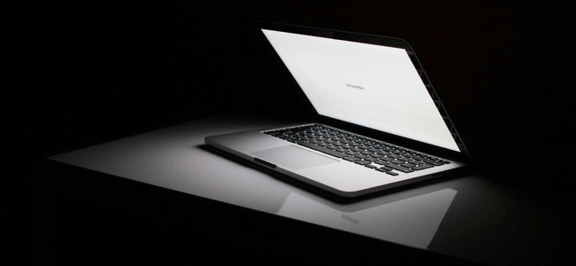 man-hinh-laptop-samsung-tu-sang-la-vi-sao